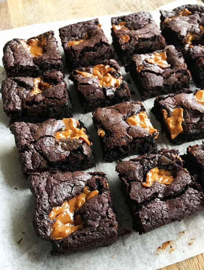 VJ COOKS CHOCOLATE CARAMEL BROWNIE