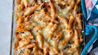 Easy bacon pasta bake