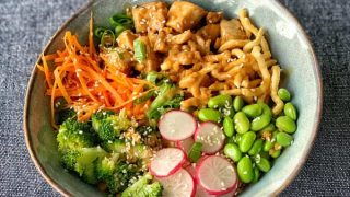 Chicken buddha bowl with satay sauce