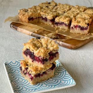 blackberry crumble slice