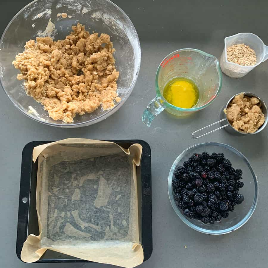 blackberry crumble slice process