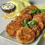 Tuna cakes with lemon aioli