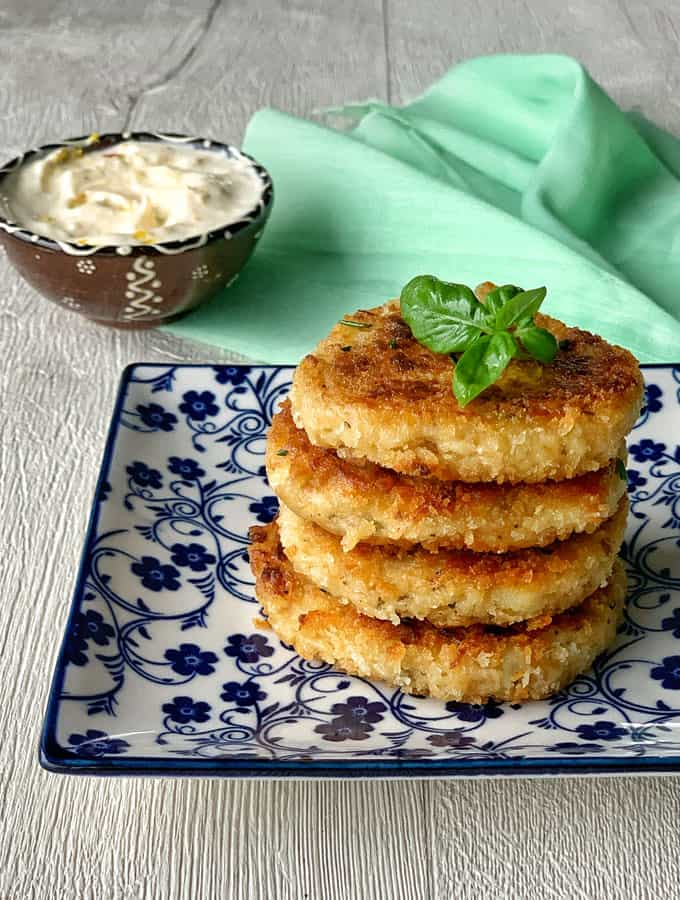 Tuna cakes with aioli