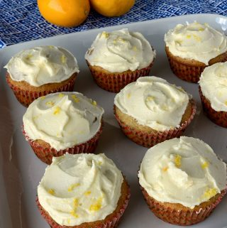 Banana muffins with lemon icing