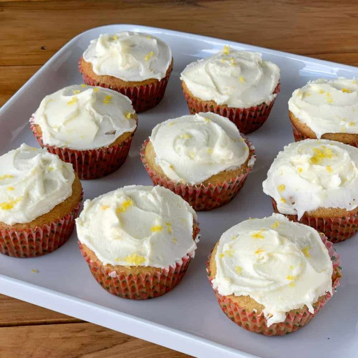 Banana muffins with lemon icing