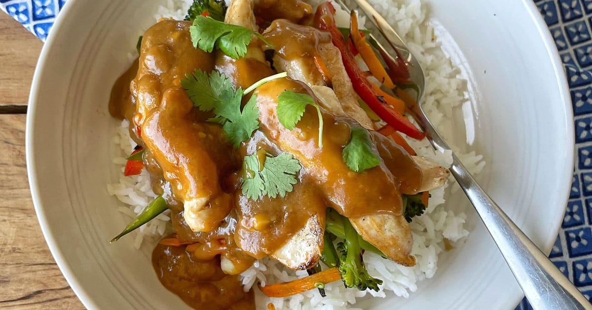 chicken and vegetable stir fry with satay sauce