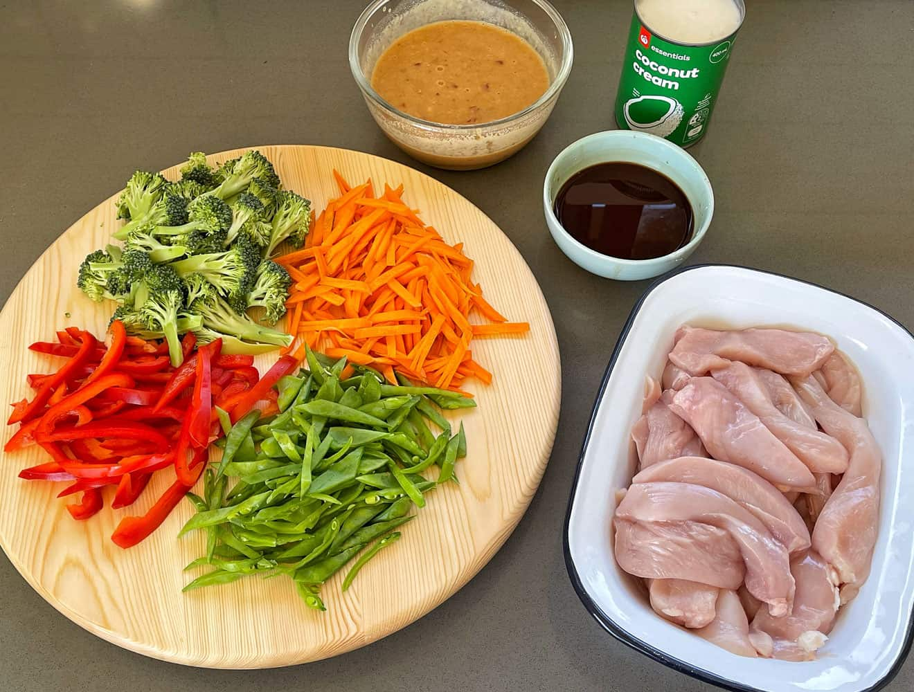 Chicken and vegetable stir fry with creamy satay sauce