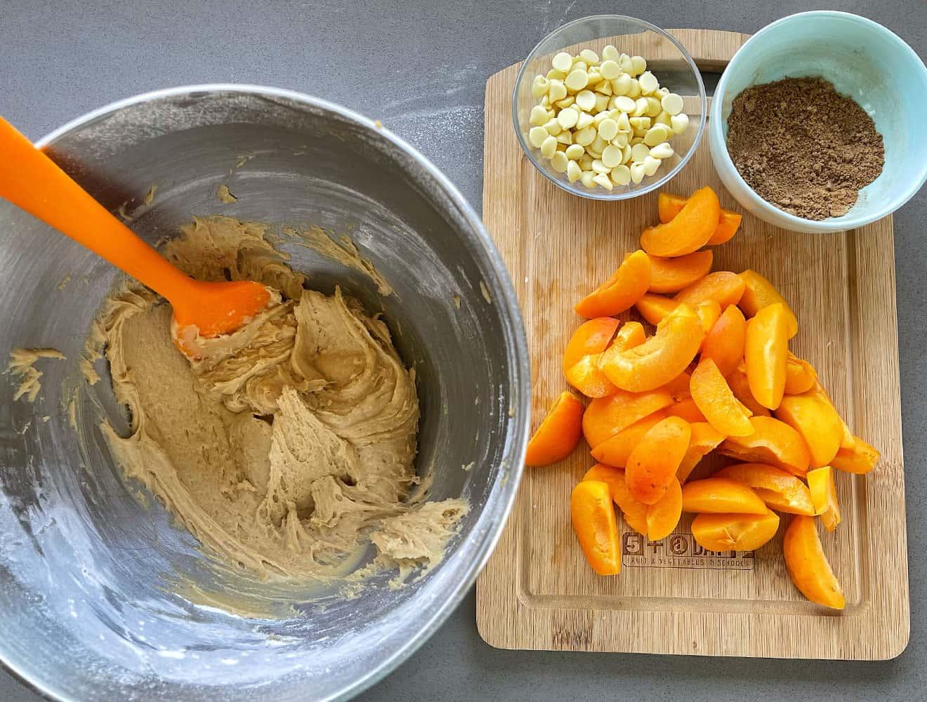 Apricot skillet cake
