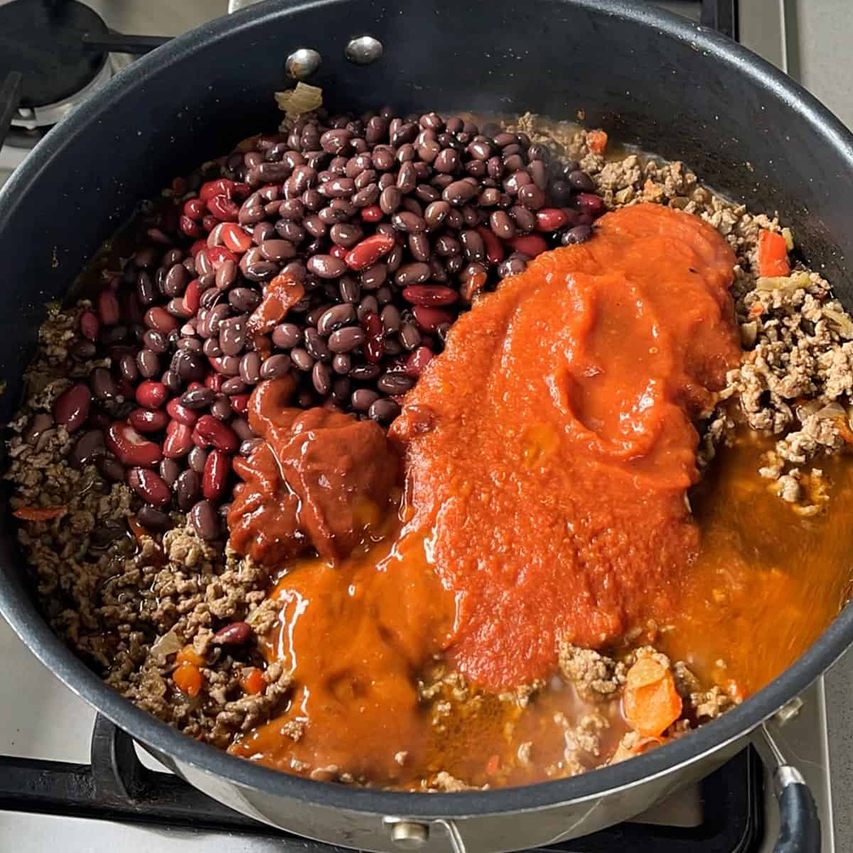 The process of making chilli con carne in a frying pan.